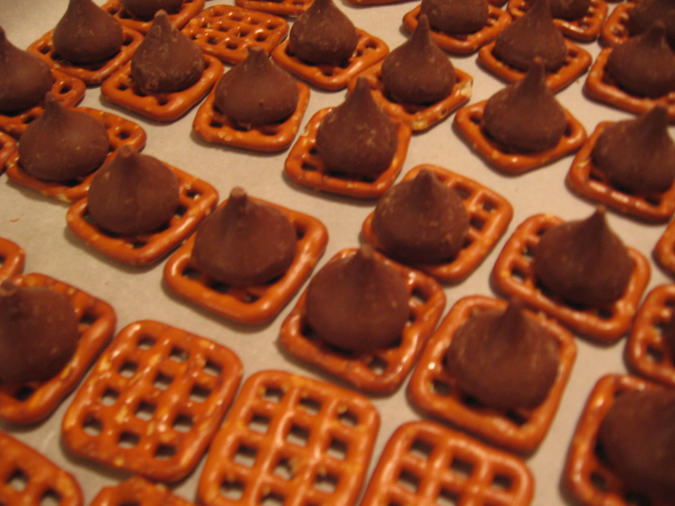 Easy Chocolate Covered Pretzels – The Perfect Homemade Holiday ...